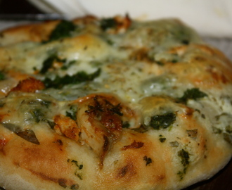 Chicken spinach pizza