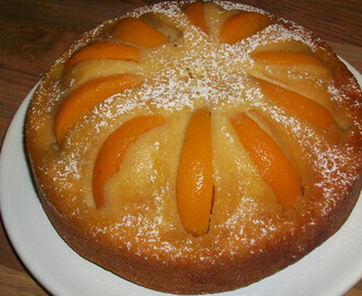 Peach Upside Down Cake & The Clandestine Cake Club in Reading