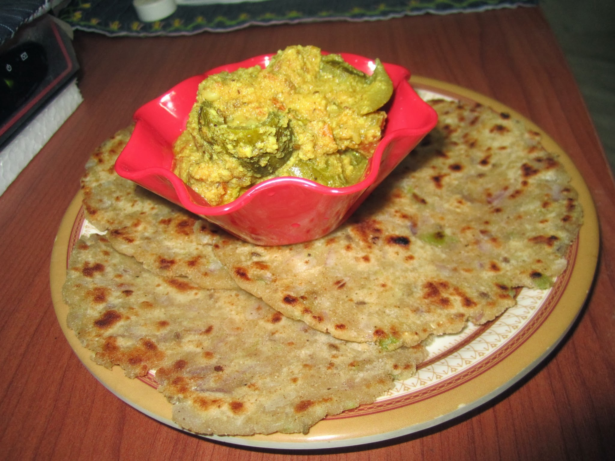 Jowar Masala Rotla (white millet Indian flat bread)