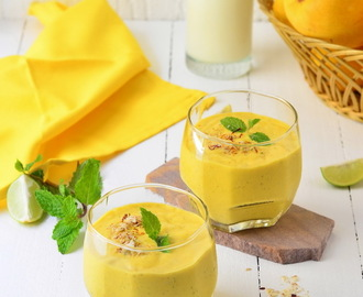 Mango Smoothie with Oats and Almonds