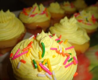 [guest post]  lemon flavored cupcakes :D