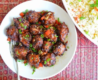 Who doesn't love a twist & that too a Sriracha one? ~ Garlic & red chilli Manchurian (dry) ~