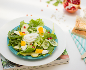 Salada verde com ovo cozido • Green salad with boiled egg