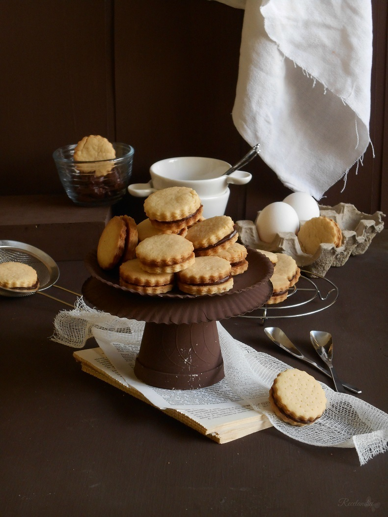 Galletas de mantequilla rellenas de crema de chocolate al whisky.