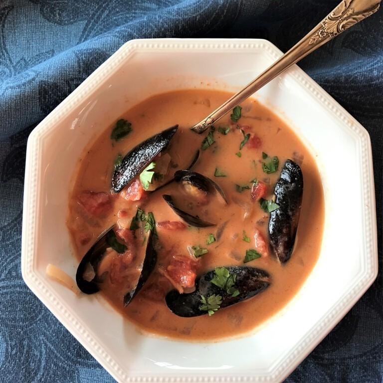 Low Carb Mussels with Coconut Curry Broth