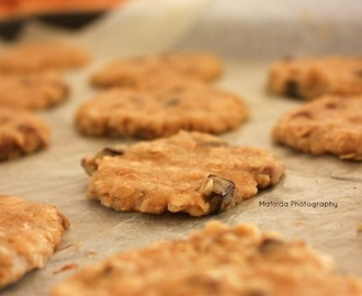 Super Healthy Oatmeal Cookies with Chocolate