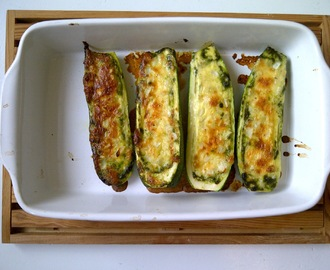 Gegratineerde courgette met pesto