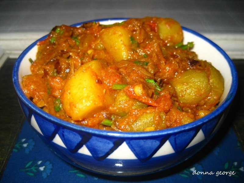 Aloo Aur Parwal Ka Masala - Potato & Pointed Gourd in Thick Gravy