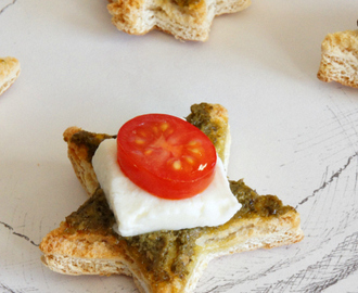Christmas weekend: Pesto, Mozzarella & Tomato Crostini