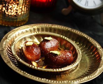 Easy Gulab Jamun Recipe (With Milk Powder) | Simple Diwali Sweet Recipe