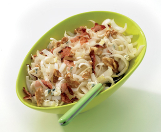 Witlofsalade met bacon, walnoten en bleu cheese