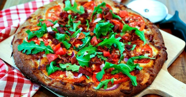 BLT Pizza with Garlic-Mayo Pizza Sauce