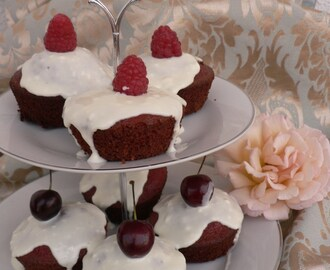 RED VELVET CUPCAKES COM MASCARPONE E CHOCOLATE BRANCO PARA A MARY
