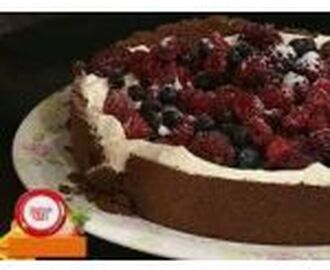 Tarta de chocolate blanco y frutos rojos