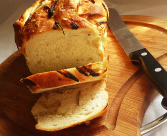 Caramelised Onion, Garlic and Rosemary Bread