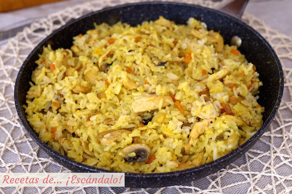 Arroz al curry con pollo y verduras