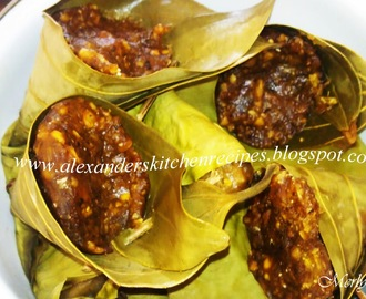 THERAZHI ELLA KOZHUKATTAI / RICE FLOUR DUMPLINGS IN FRESH BAY LEAF CONES