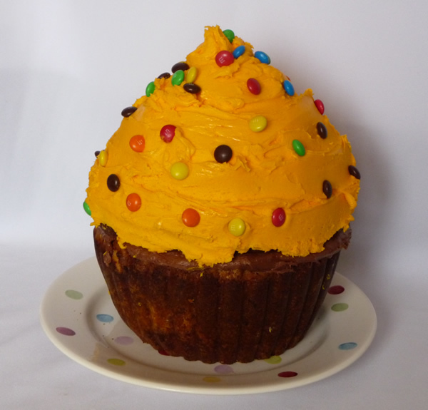 Plain Sponge Recipe for XXXXL Cupcake Mould