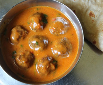 Cauliflower Kofta Curry / Gobi Kofta Curry / Caulilflower Koftas Cooked in a Creamy Tomato Sauce