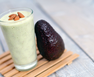 Avocado banaan smoothie met amandelen