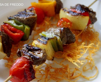 Brochetas de Filete de Res y Vegetales.
