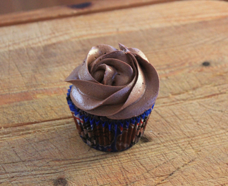Sjokoladecupcakes med dark chocolate cream cheese frosting