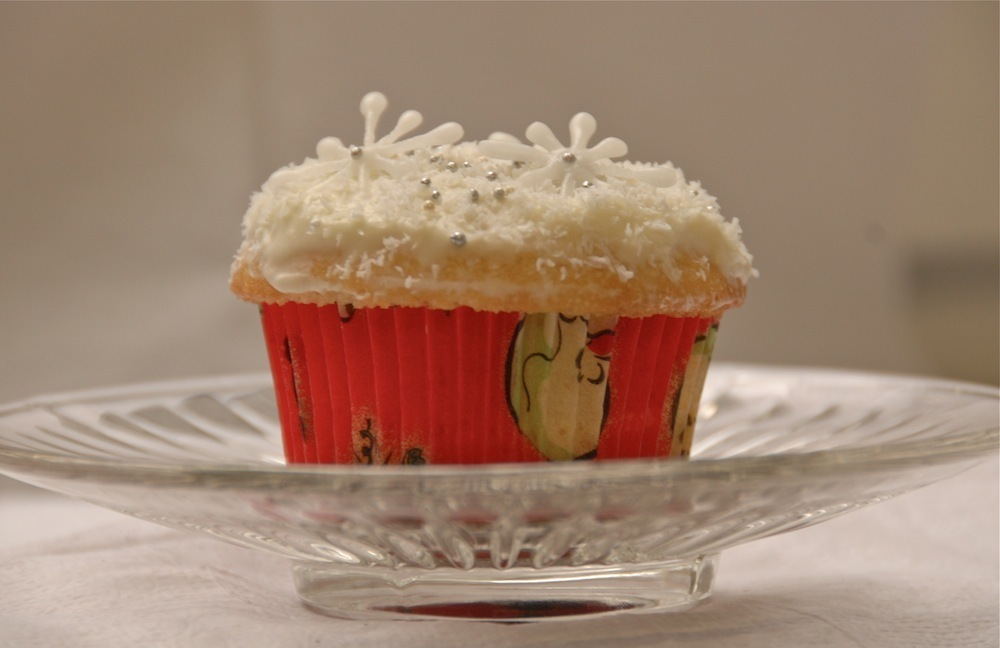 White Chocolate Frosting and Christmas Cupcake Decorating