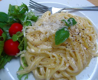 Spaghetti with a creamy and lemony sauce