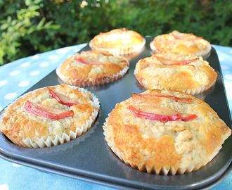 American Apple Muffins with Oatmeal Crumble