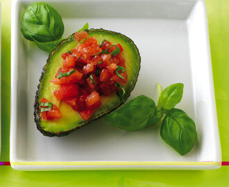 Avocado mit Tomatentatar