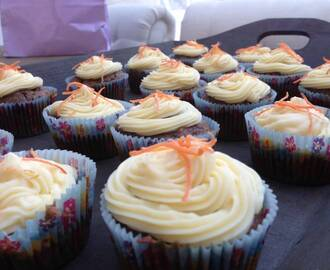 Carrot Cupcakes & Creamcheese Frosting