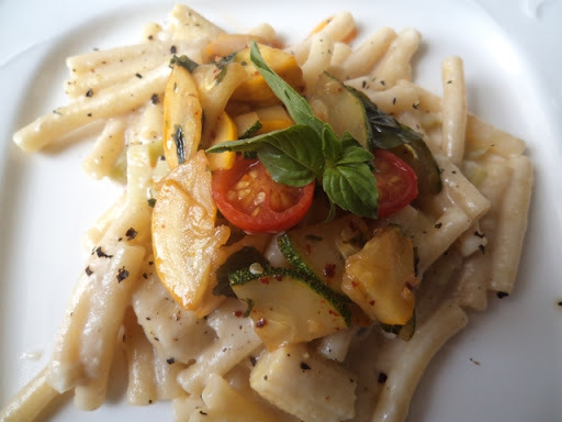 Pasta in mushroom sauce with basil flavoured spicy vegetables