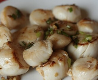 Scallops stir-fried with ginger, garlic and spring onion