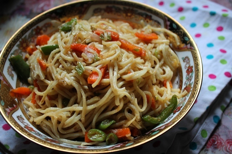 Vegetable Hakka Noodles Recipe / Chinese Veg Hakka Noodles Recipe