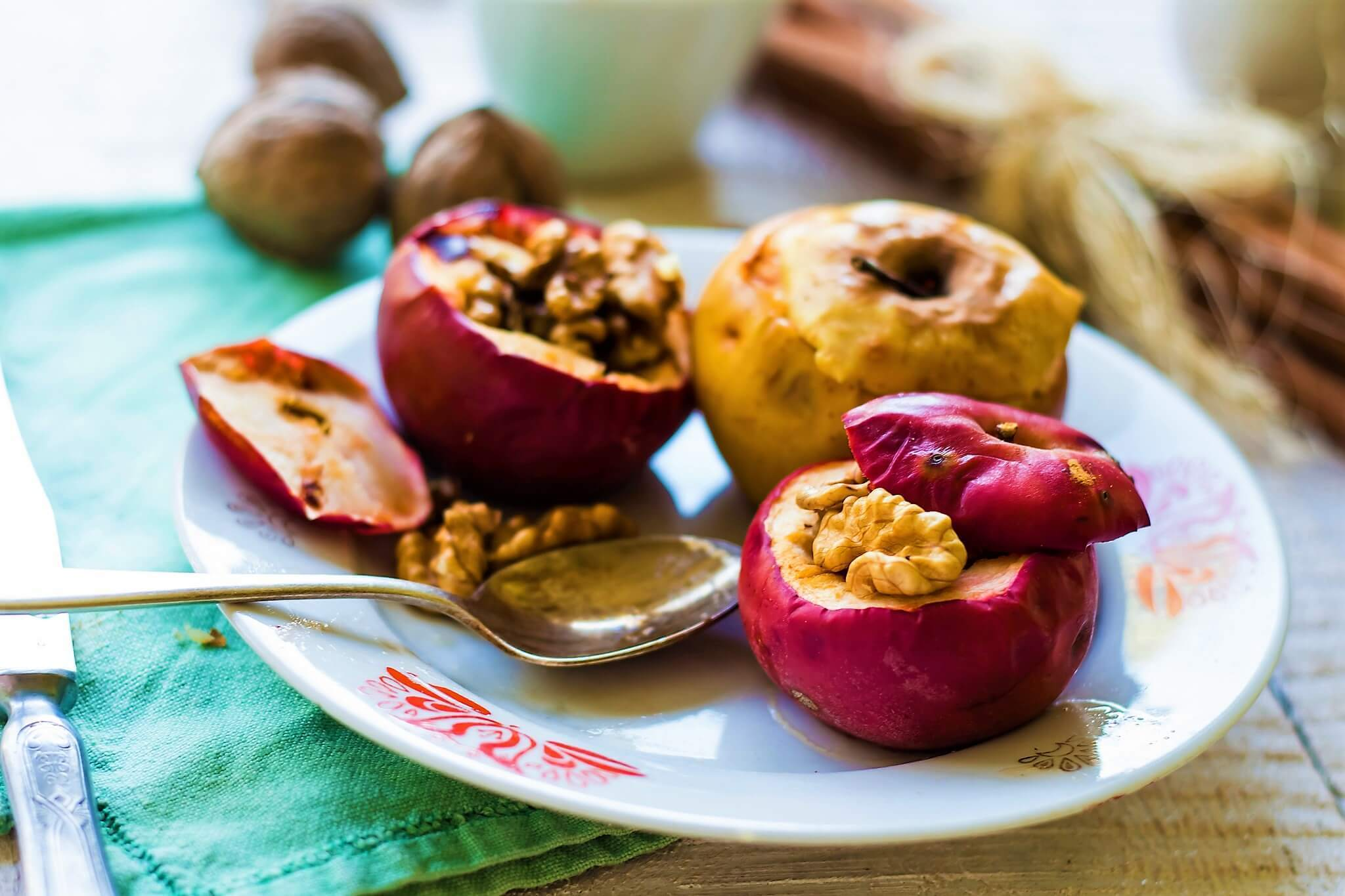 BAKED APPLES WITH HONEY,WALNUTS AND CINNAMON