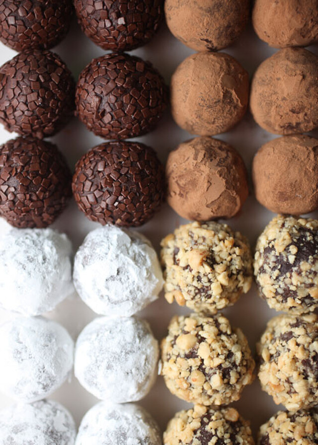 trufas de chocolate e de manteiga de amendoim com apenas 3 ingredientes