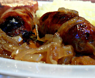 A posh onion gravy for sausages and mash