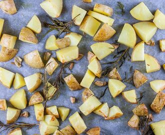 Oven baked potato wedges with rosemary and garlic