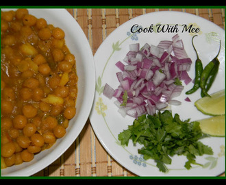 Bengali's Special Ghugni or Yellow Peas Curry