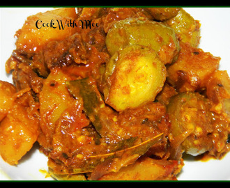 Aloo Patol er Dalna or Potato Parwal Curry