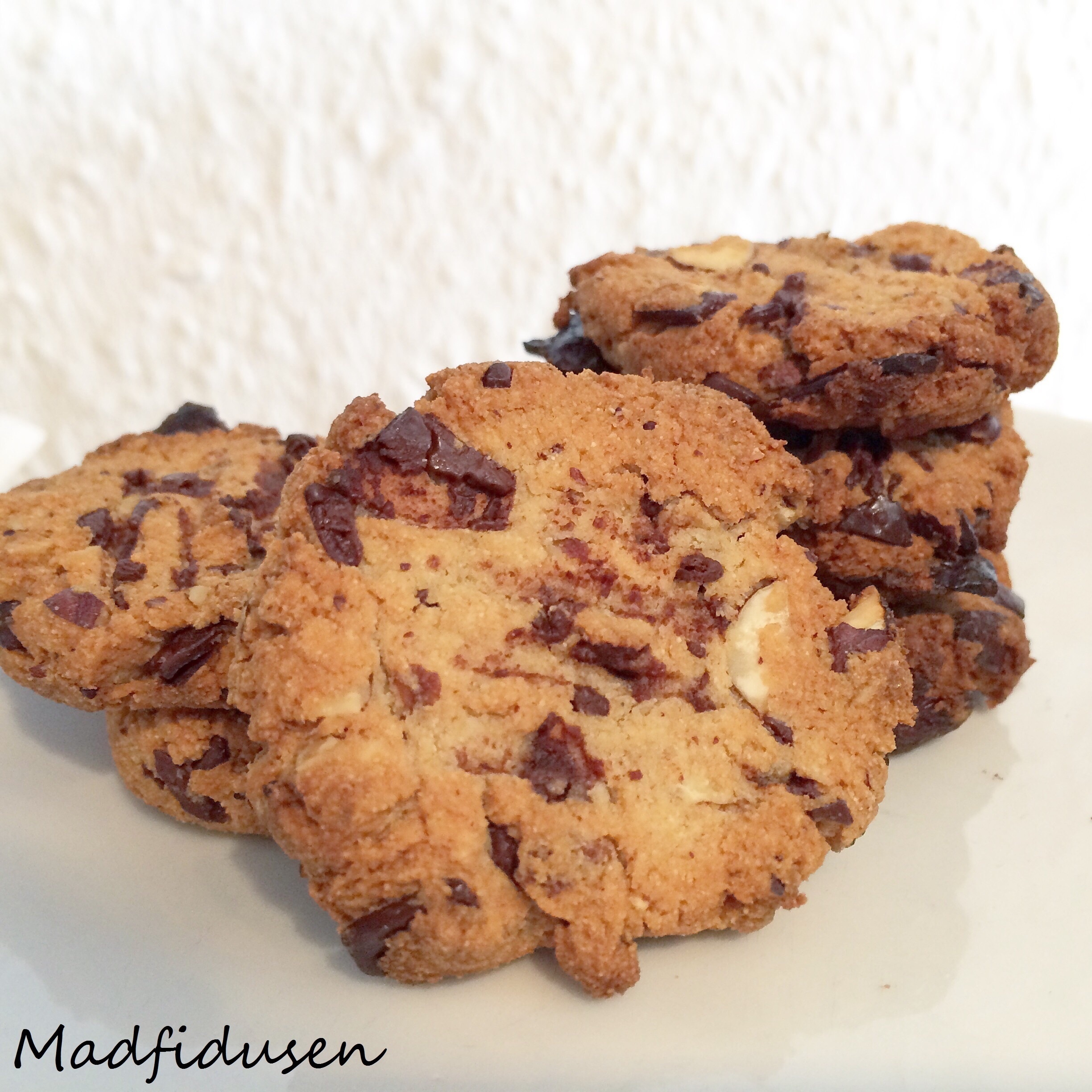 Mini chocolate chip cookies med hasselnødder