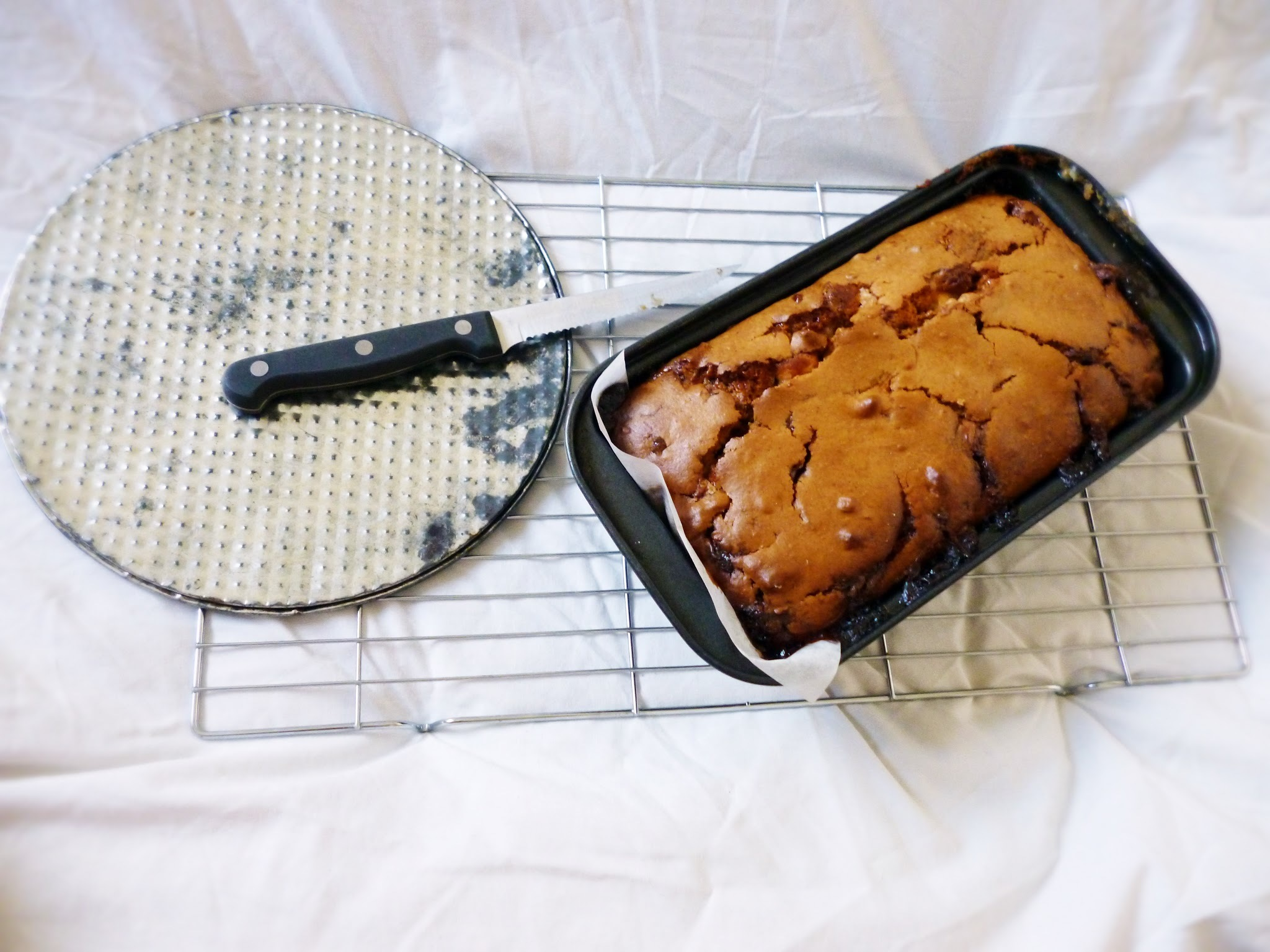Salted Caramel, White Chocolate & Pecan Ice Cream Loaf Cake