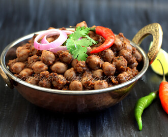 Punjabi Chole / Chana Masala (Chickpea Curry)