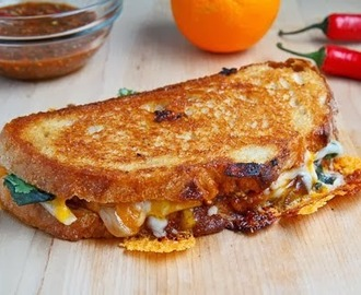 Grilled Cheese Sandwich With Sweet Chili Chicken