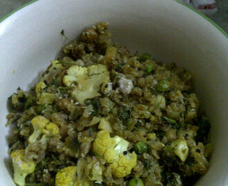Red Rice Flakes with Cauliflower & Green Pea