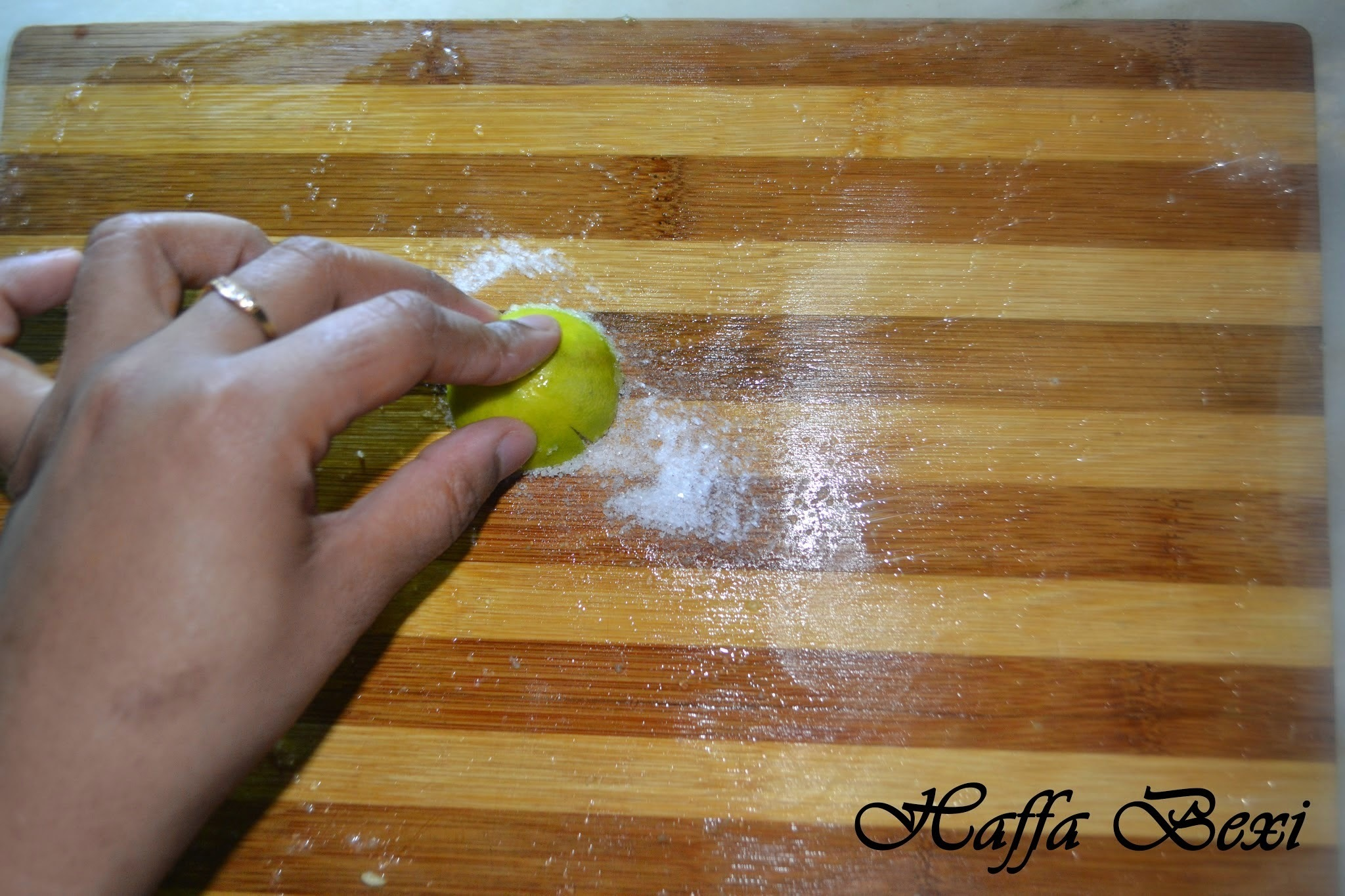 Tip # 1 - How to clean wooden cutting boards?