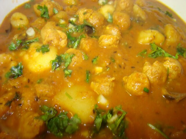 Soya Nuggets Curry with Mushrooms and Potatoes