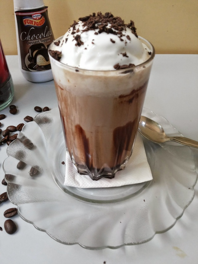Recipe of Cold Coffee with Vanilla Ice Cream | How to make Cold Coffee with Vanilla Ice Cream and Chocolate