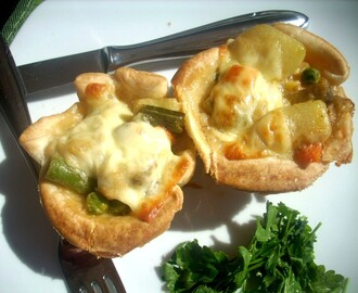 Veggie mini pies in puff pastry