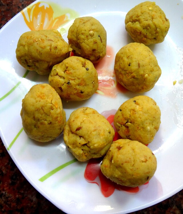 Aaloo Bonda    ( Spicy  Mashed potato balls  dipped in batter and deep fried )